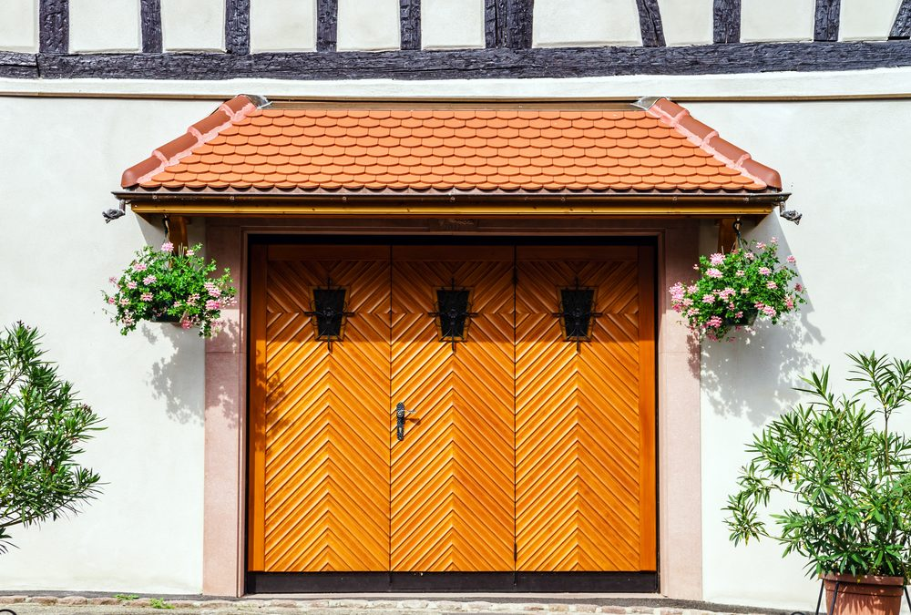 Ideas For Landscaping Around Garage Exteriors