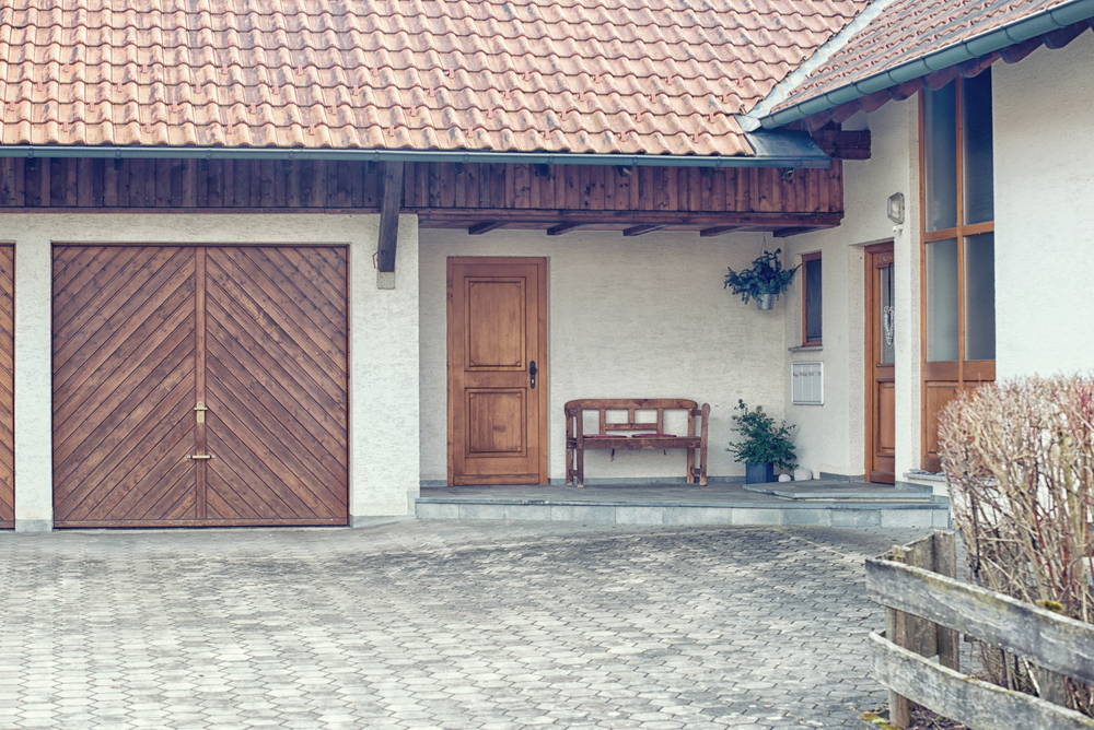 5 Custom Designs for Garage Doors