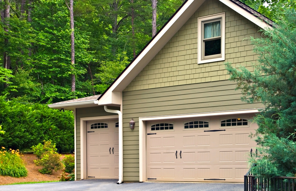 Buying a Garage Door for Your Woodlands Home